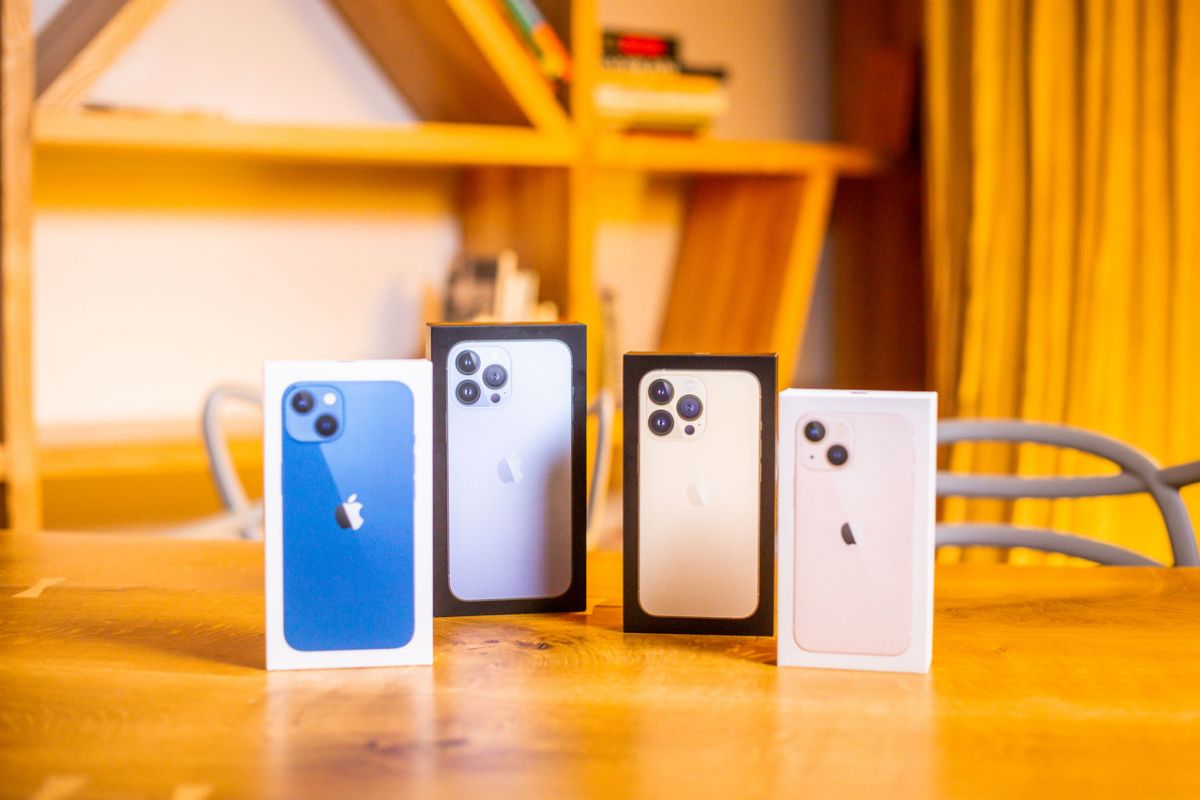 LMT starts selling new iPhone 13 models